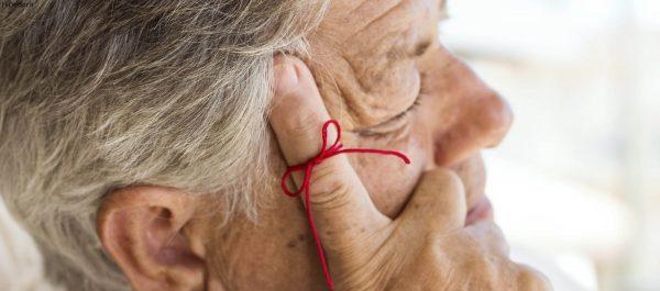 بیماری آلزایمر چیست و چه علائمی دارد؟