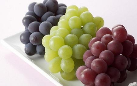 انگور چه خواصی دارد و در چه درمانهایی مؤثر است؟