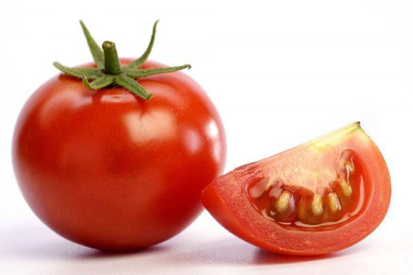 از گوجه فرنگی به عنوان یک ضدآفتاب طبیعی استفاده کنید