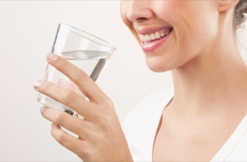 چه ارتباطی بین نوشیدن آب و لاغری وجود دارد؟