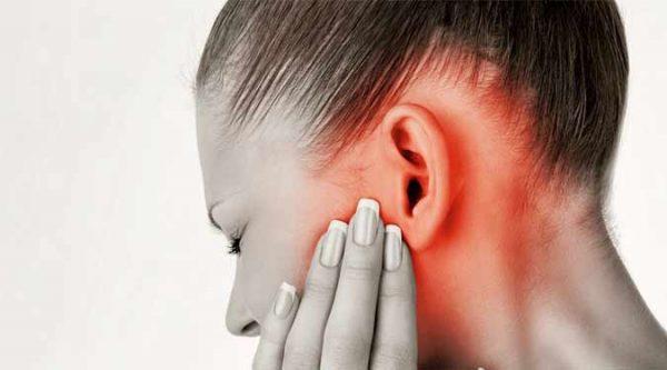 چه عللی باعث عفونت گوش میانی می شود؟
