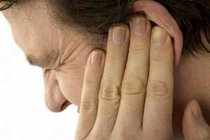 چه عواملی باعث پارگی پرده گوش می شود؟