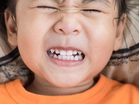 علت دندان قروچه در کودکان چیست؟