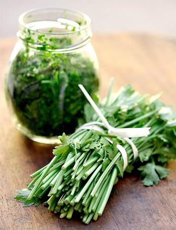 ارزش غذایی موجود در سبزی جعفری
