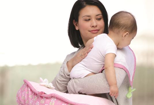 دلیل آروغ زدن نوزاد چیست و چه فایده ای دارد؟