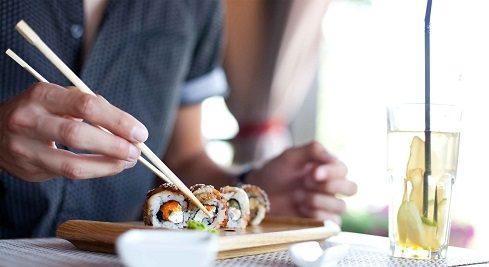 با آهسته تر غذا خوردن لاغر شوید