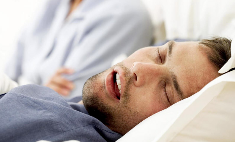 خوابیدن با دهان باز می تواند باعث بیماری و مشکل شود