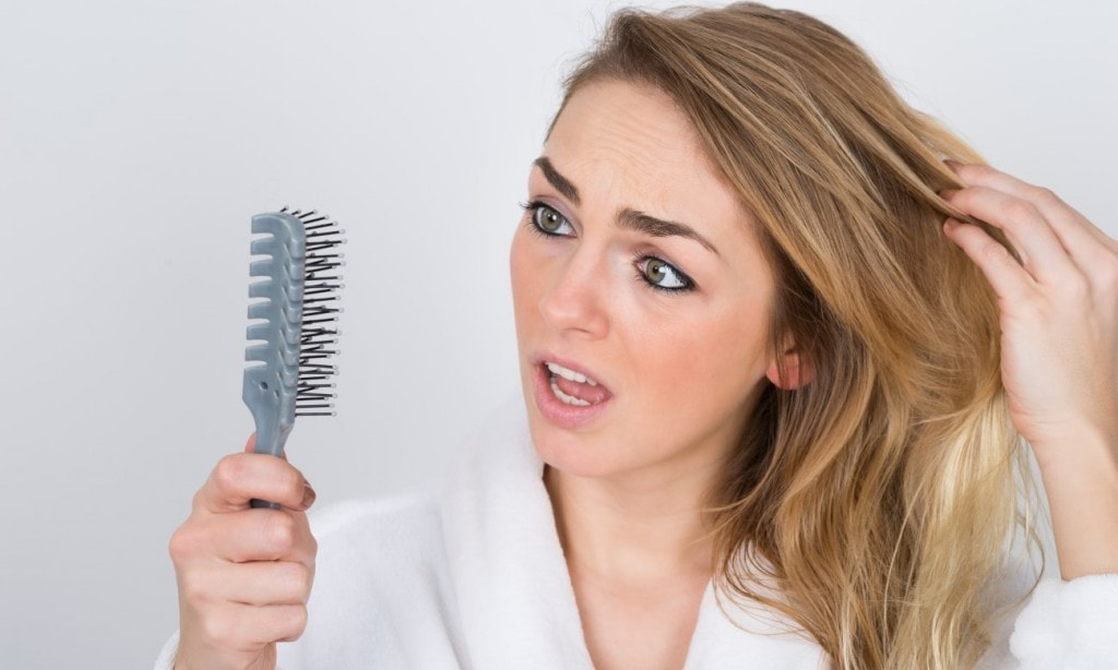 Photo of ریزش مو می تواند نشانه چه بیماری باشد؟