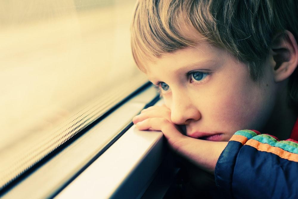 با کودکان خردسال سوگوار چگونه برخورد کنیم؟