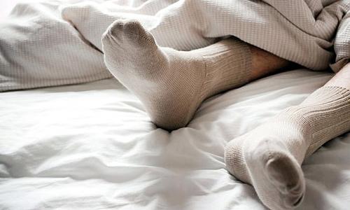 جوراب پوشیدن در خواب چه فایده ای دارد؟