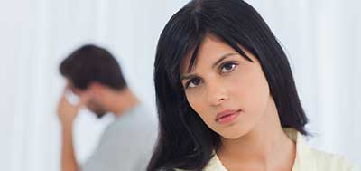 اگر تصور می کنید که نامزد شما به شما خیانت می کند چه باید بکنید؟