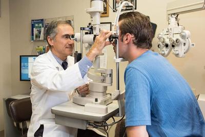 جدا شدن شبکیه چشم به چه دلیل اتفاق می افتد و چگونه درمان می شود؟