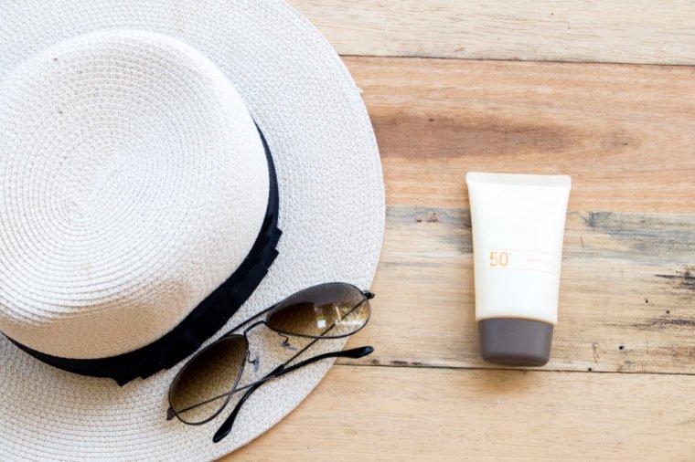این عادات باعث آفتاب سوختگی پوست شما می شوند