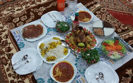 Photo of میز غذاخوری بهتر است یا سفره؟ روی کدام غذا بخوریم؟