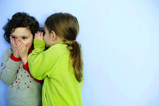 چرا کودک دختر یا پسر به آلت تناسلی خود دست می زند؟