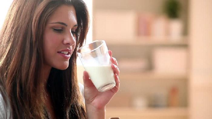 آیا مصرف شیر واقعا می تواند استخوان ها را محکم کند؟