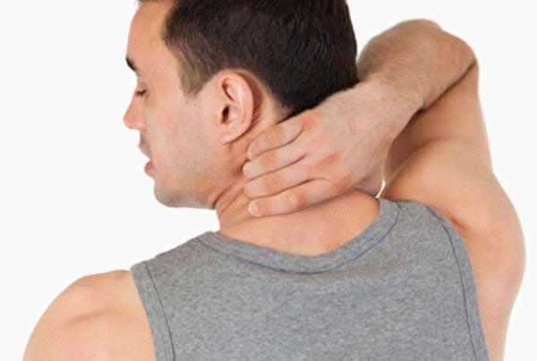 گرفتگی عضلات گردن و شانه