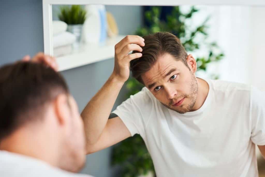 سن مناسب کاشت مو چند سال است؟